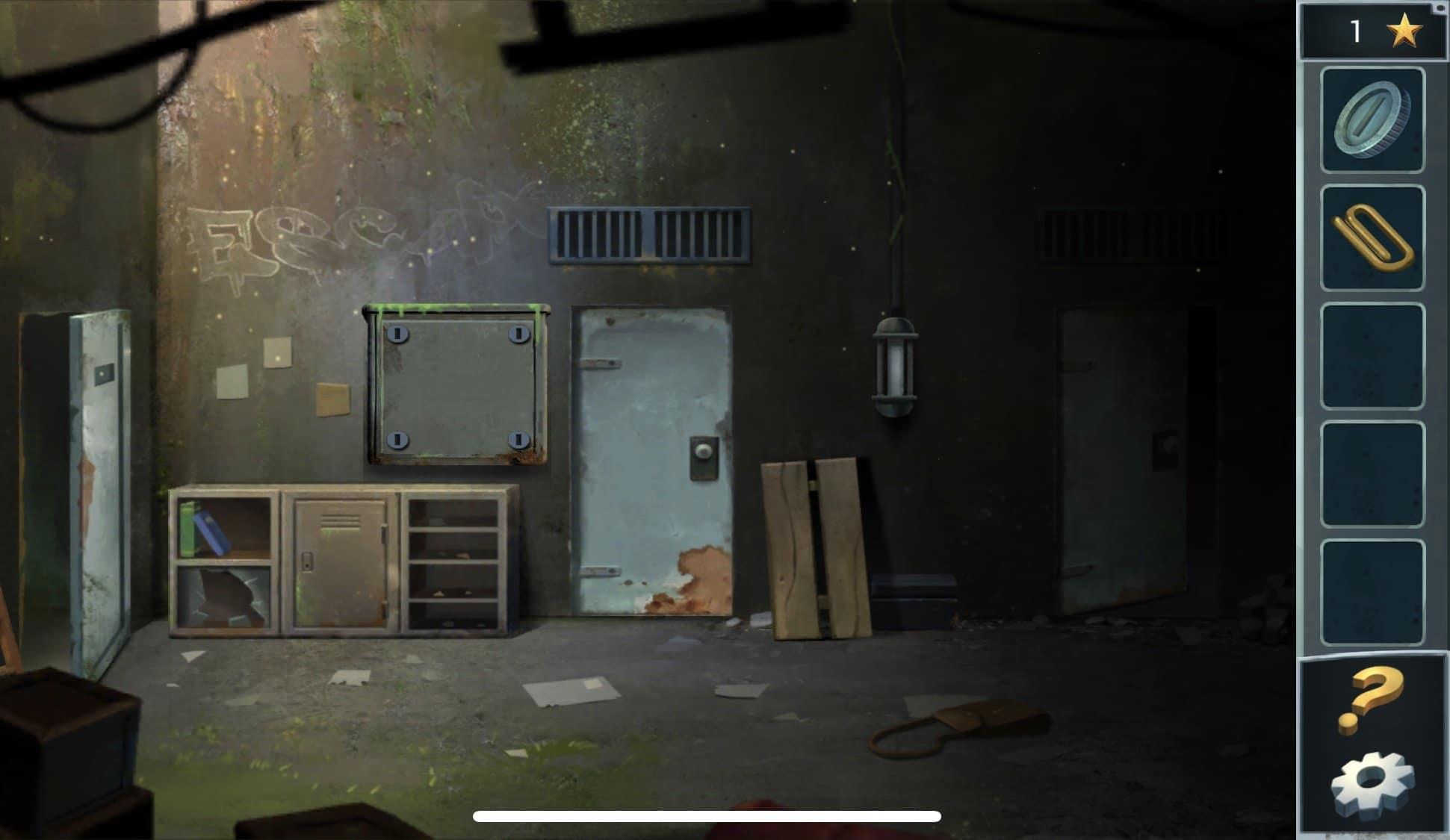 В коридоре Вы увидите металлический шкафчик, он будет стоять на полу. С помощью скрепки, откройте дверку шкафа и заберите из него батарейку. Далее на стене Вы увидите металлическую крышку, монетой открутите в крышке шурупы и перед Вами появится шифр. Засекреченный код Вы сможете разгадать, вернувшись в тюремную камеру. В камере на стене, Вы увидите комбинацию игры «крестики нолики» - крестики, ответ на шифр. Далее проходите в открывшуюся комнату, перед уходом захватив лестницу.
